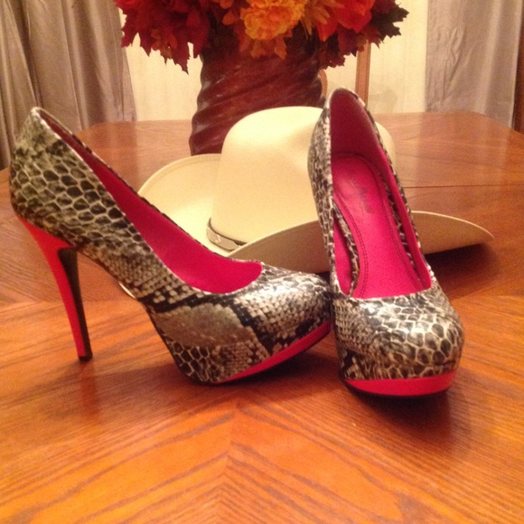 ba382abbe12 Women shoes Anne Michelle size 8 leopard and pink